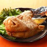 怒涛のボリュームに大満足!『がんこ屋』にいがた鶏半身揚げ2本 画像